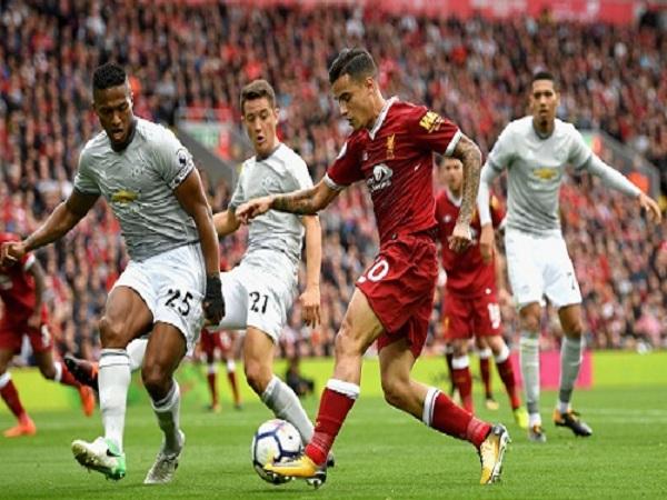 Man Utd may nhất, Liverpool xui