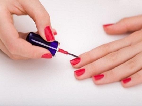 Với cách sơn móng tay này bạn không nên chọn màu sơn nhanh khô