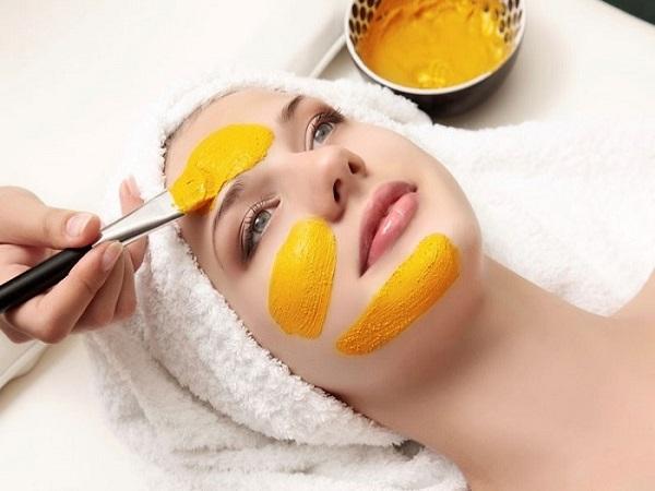 Mặt nạ trứng gà, cam và bột nghệ làm sáng da