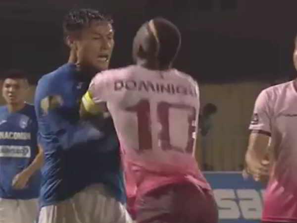 Cầu thủ Sài Gòn FC nhận thẻ đỏ vì đẩy Mạc Hồng Quân