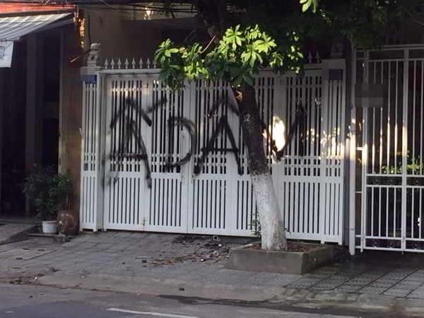 Người dân xịt sơn, ném chất bẩn vào nhà Viện phó VKS có thể bị truy tố pháp luật