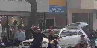Hai nhóm côn đồ đánh nhau dã man giữa phố Sài Gòn