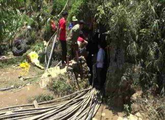 Giải cứu người đàn ông bị kẹt trong hang đá ở Lào Cai