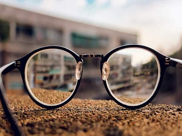 Nằm mơ thấy cái kính đánh con gì?
